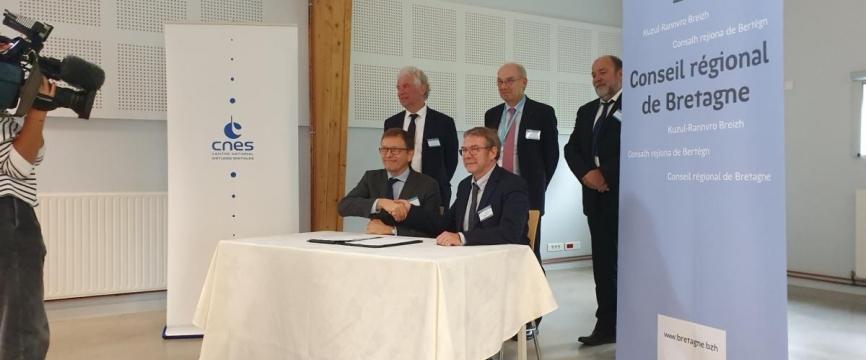La région Bretagne et le CNES s'engagent pour la promotion du spatial