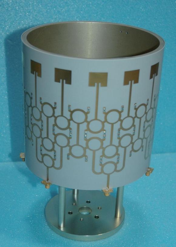 Réseau d'alimentation multifaisceaux cylindrique cohérent en technologie imprimée